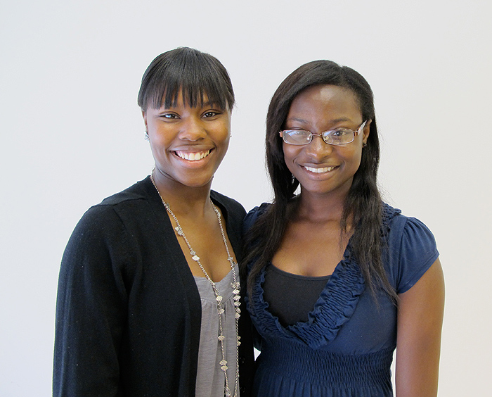 <p>Yanique Shand (right) received the Oyeniya Family Scholarship from Atinuke (Tina) Oyeniya. Photo provided by the School of Engineering</p>