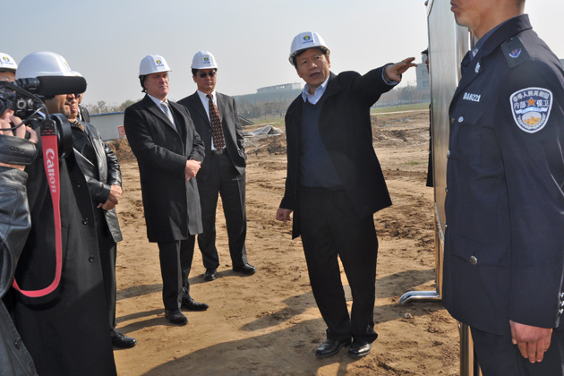 Zhongxue Gan '€™92 MS, '€™95 Ph.D. shows guests from Masdar City, Abu Dhabi around the ENN Eco-city.
