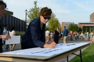 President Herbst signs the 'Civility Pledge' during the Husky WOW! barbeque on Fairfield Way following Convocation. UConn's two-week Metanoia on Civility begins on Aug. 29. (Peter Morenus/UConn Photo)