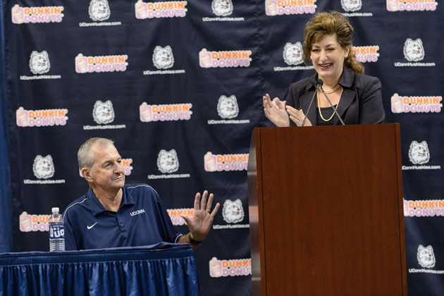 President Susan Herbst applauds Jim Calhoun's contributions to the University. (Peter Morenus/UConn Photo)