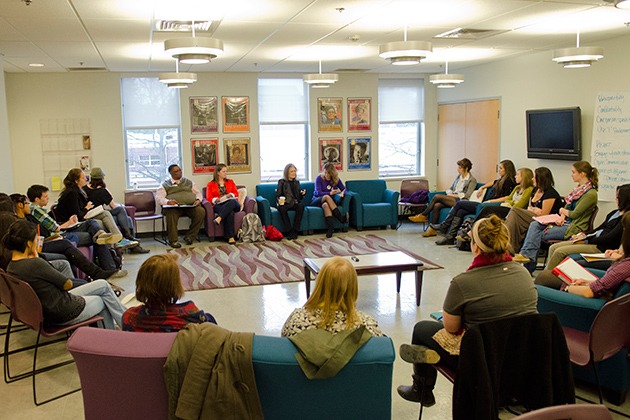 Gloria Steinem speaks with a group of students at the Women's Center on Nov. 30. (Ariel Dowski '14 (CLAS)/UConn Photo)