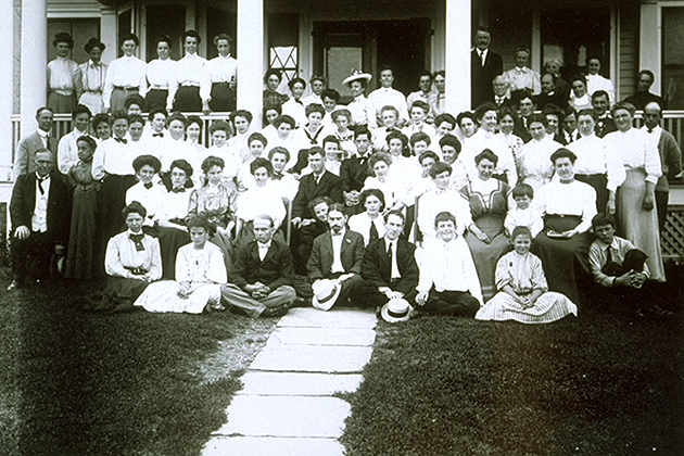 Professor Blakeslee and the 1908 Summer School Poultry Class at the Connecticut Agricultural College. (University Photograph Collection, Archives & Special Collections, UConn Libraries)