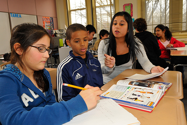 Denise Ferrier, a student teacher at Sedgwick Middle School in West Hartford leads a Spanish class. (Peter Morenus / UConn Photo)