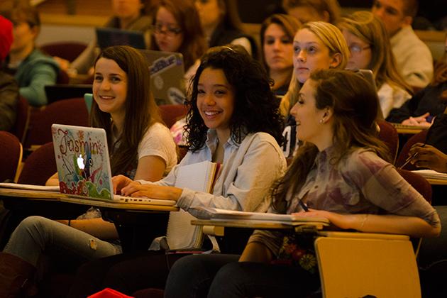 Students start new semester. (Ariel Dowski/UConn Photo)