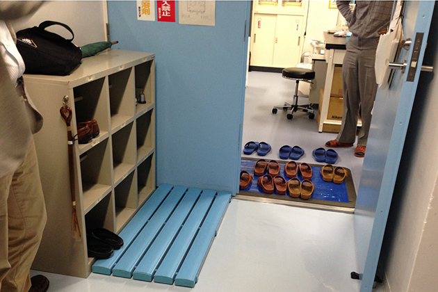 A visit to Tokyo University, where shoes are not allowed in many labs; visitors must exchange their shoes for slippers. (Photo courtesy of Anson Ma)