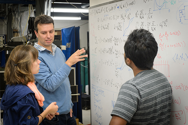 Jason Hancock, center, assistant professor of physics, with graduate students Erin Curry, left, and Sahan Handunkanda, on Sept. 22, 2015. (Peter Morenus/UConn Photo)
