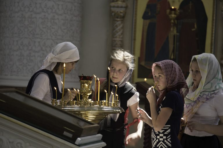 Children in candle ceremony