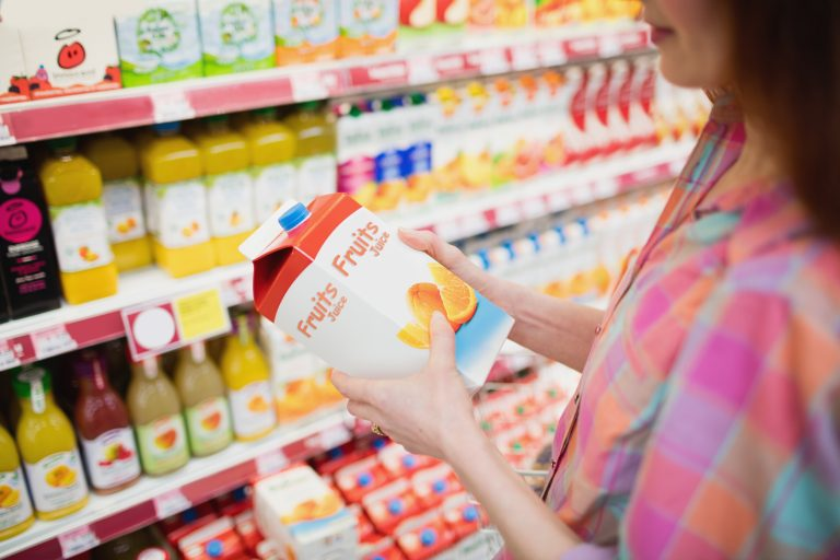 Parents of young children are confused by the labeling on sweetened fruit and juice drinks marketed to youngsters, according to new research